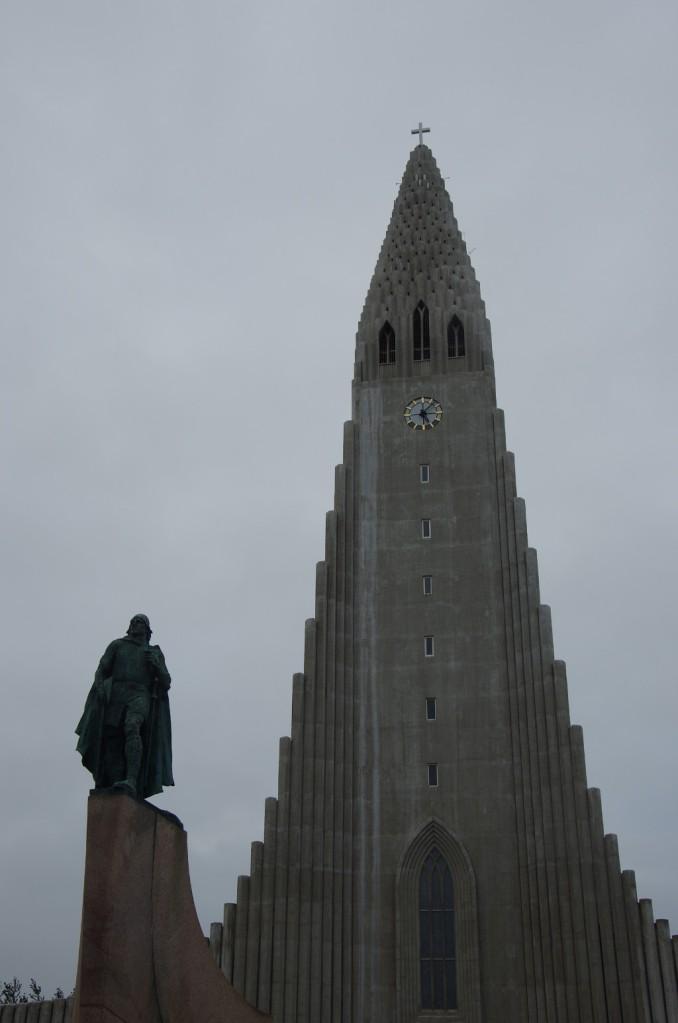 Hallgrimskirkja und Leif Eriksson - oder: Das Christentum und der Heide