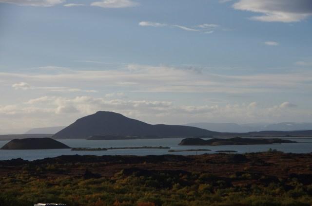 Der Mývatn, von Dimmuborgir aus gesehen