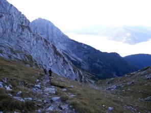 Die kleine Spitze auf dem Berg halbrechts ist das Peter-Wiechmann-Haus. Nicht im Bild: mein Knie.