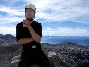 Ich bin teils wegen der Sonnencreme so bleich, teils wegen der Kletterei. Aber die Aussicht ist grandios!