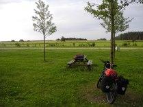 Wundervoller Zeltplatz. Das Zelt stand links vom Rad.
