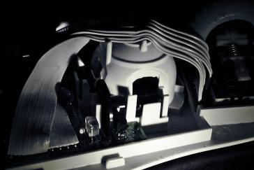 Kein Atomkraftwerk, sondern das Innere der Maus. Das große Ding ist das Kugelgehäuse.