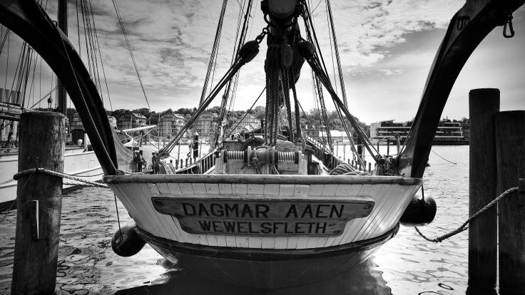 """Heck der """"Dagmar Aaen"""", ein Segelboot, das in Flensburg liegt."""